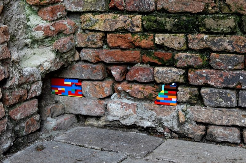 Jan Vorman fixed venetian walls with LEGO bricks, 2016