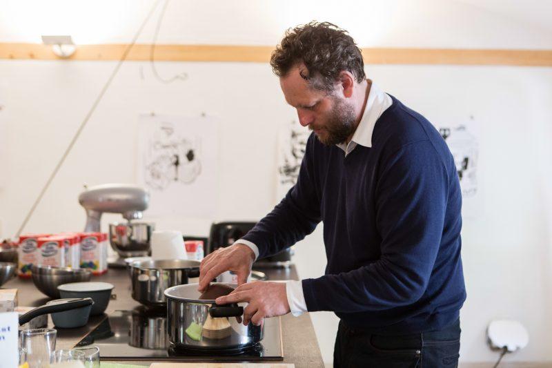 Olaf Nicolai preparing breakfast